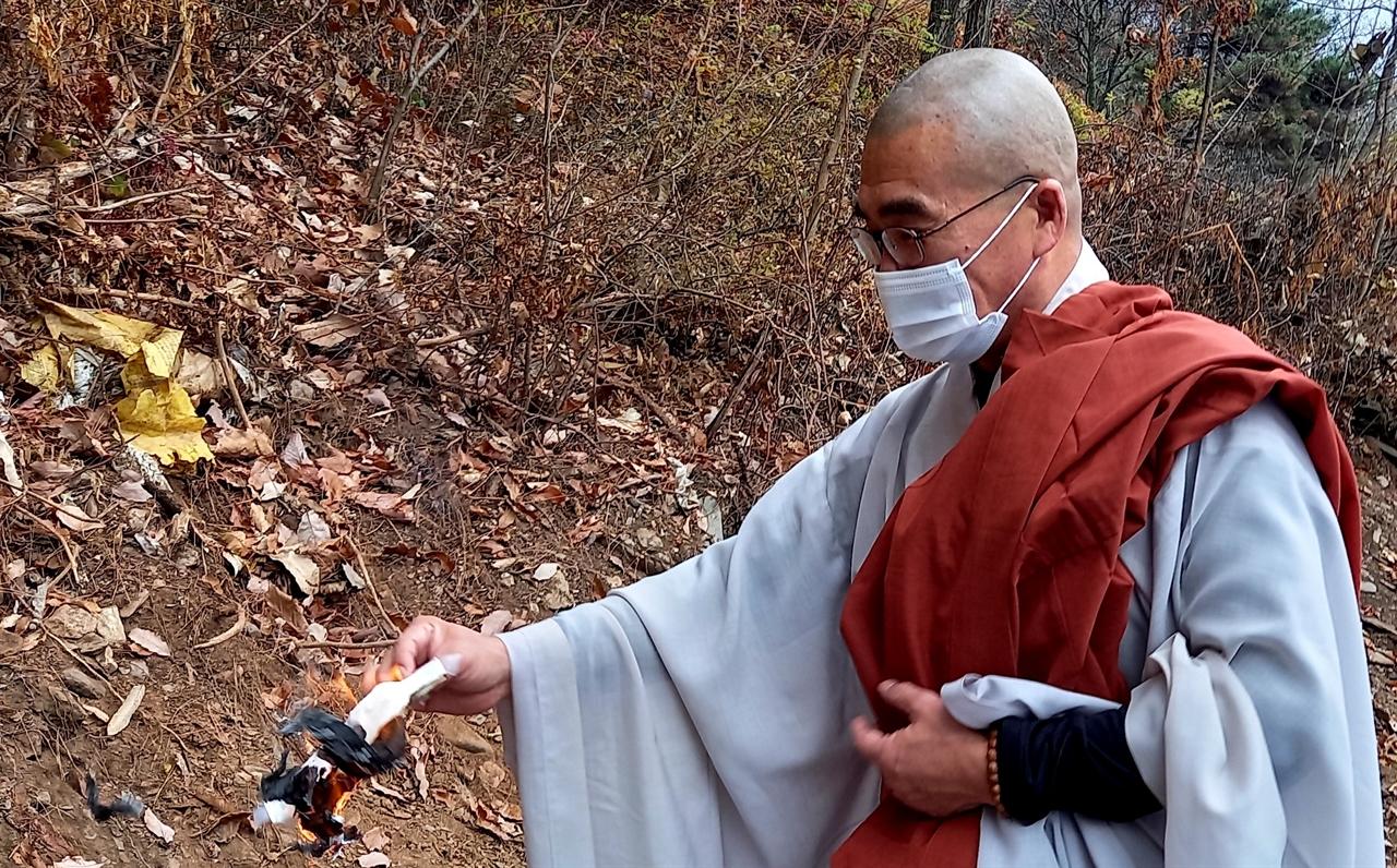 실천불교전국승가회 운영위원인 도철스님은 지난 6차 유해발굴 때부터 골령골 9차 발굴까지 전국을 다니며 자원활동을 하고 있다.
