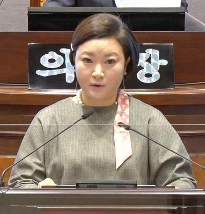 강남구의회 김현정 의원이 5분 발언을 통해 의회 전문인력 증원을 요청했다.