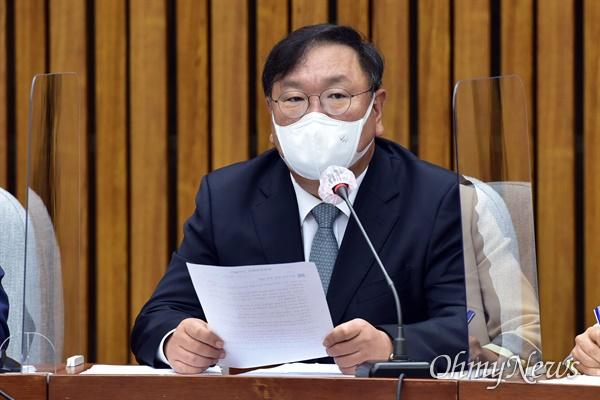 더불어민주당 김태년 원내대표가 19일 오전 국회에서 열린 당 정책조정회의에서 모두발언을 하고 있다.