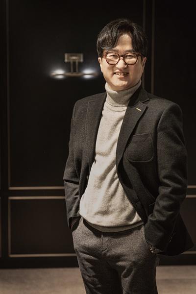 영화 <이웃사촌>을 연출한 이환경 감독.