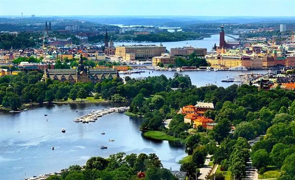 보편적 복지의 나라 스웨덴은 25%의 소득세 등을 통해 재원을 마련한다.