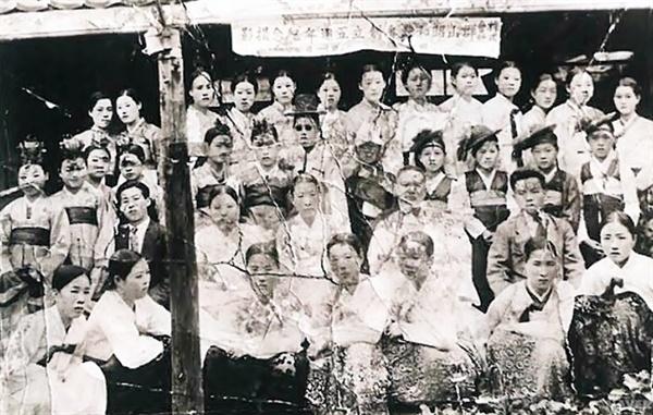 군산소화권번 창립 5주년 기념 단체사진(1939)