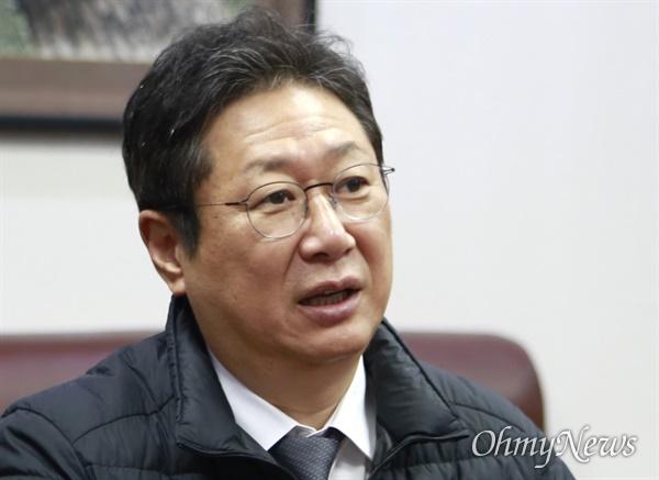 황희 더불어민주당 의원이 20일 국회에서 <오마이뉴스>와 인터뷰하고 있다.