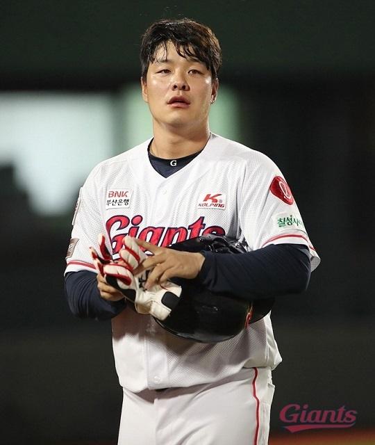 타율 0.233으로 2020시즌을 마감한 롯데 민병헌