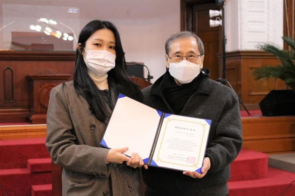 지난 11월 21일 오후 4시 종로구 수운회관에서는 '민주화운동, 그 기억과 두번째 희망나누기' 기금전달식이 진행됐다