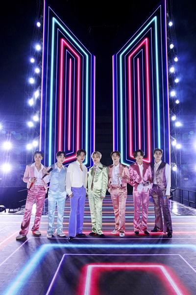 '아메리칸 뮤직 어워즈'(AMAs) 공연 펼친 방탄소년단의 모습