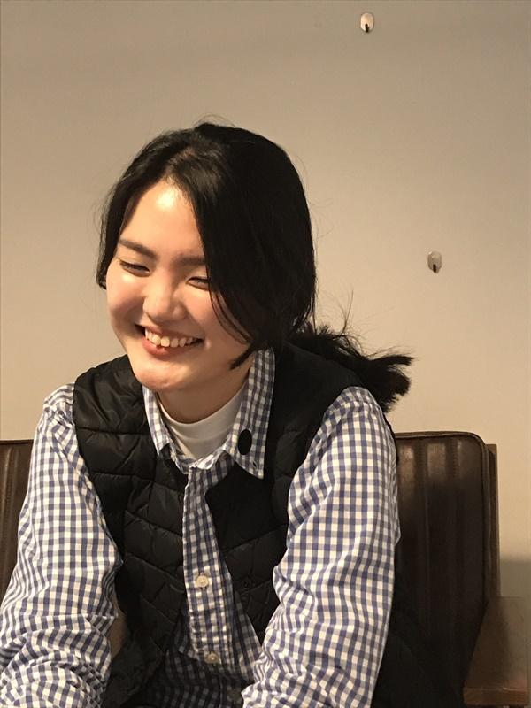 인터뷰 중 아이들이 이쁜 선생님이라고 불러 준다며 뿌듯한 미소를 보이는 김민주씨