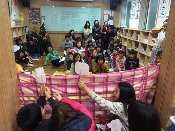 '배바우작은도서관'을 개설하여 학교 끝나고 아무도 없는 집으로 돌아가던 아이들에게 함께 공부하고 뛰어놀 공간을 마련했다.