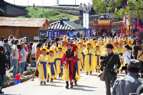 지난해 열린 '제18회 서산해미읍성축제'에서 태종대왕 강무행렬이 재현되고 있다.
