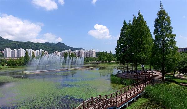 김해 연지공원.