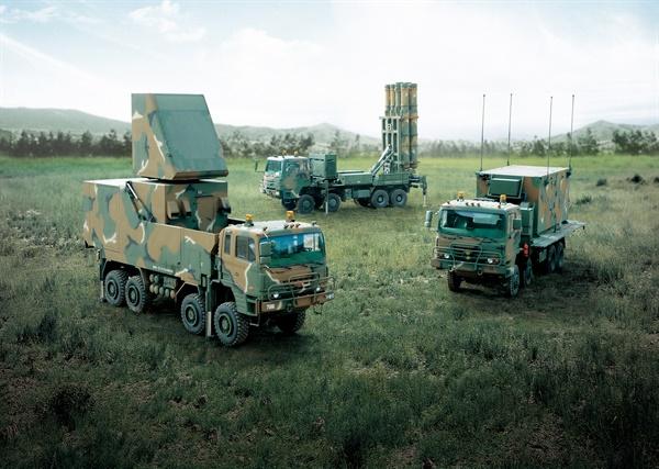 탄도탄 요격하는 천궁II, 군 인도 방위사업청이 국내 자체 기술로 개발한 대 탄도탄 요격체계 천궁 II가 2020년 11월 군에 인도되었다고 26일 밝혔다. 천궁 II는 탄도탄 및 항공기 공격에 동시 대응하기 위해 국내 기술로 개발된 중거리·중고도 지대공 요격체계이다. 2020.11.26