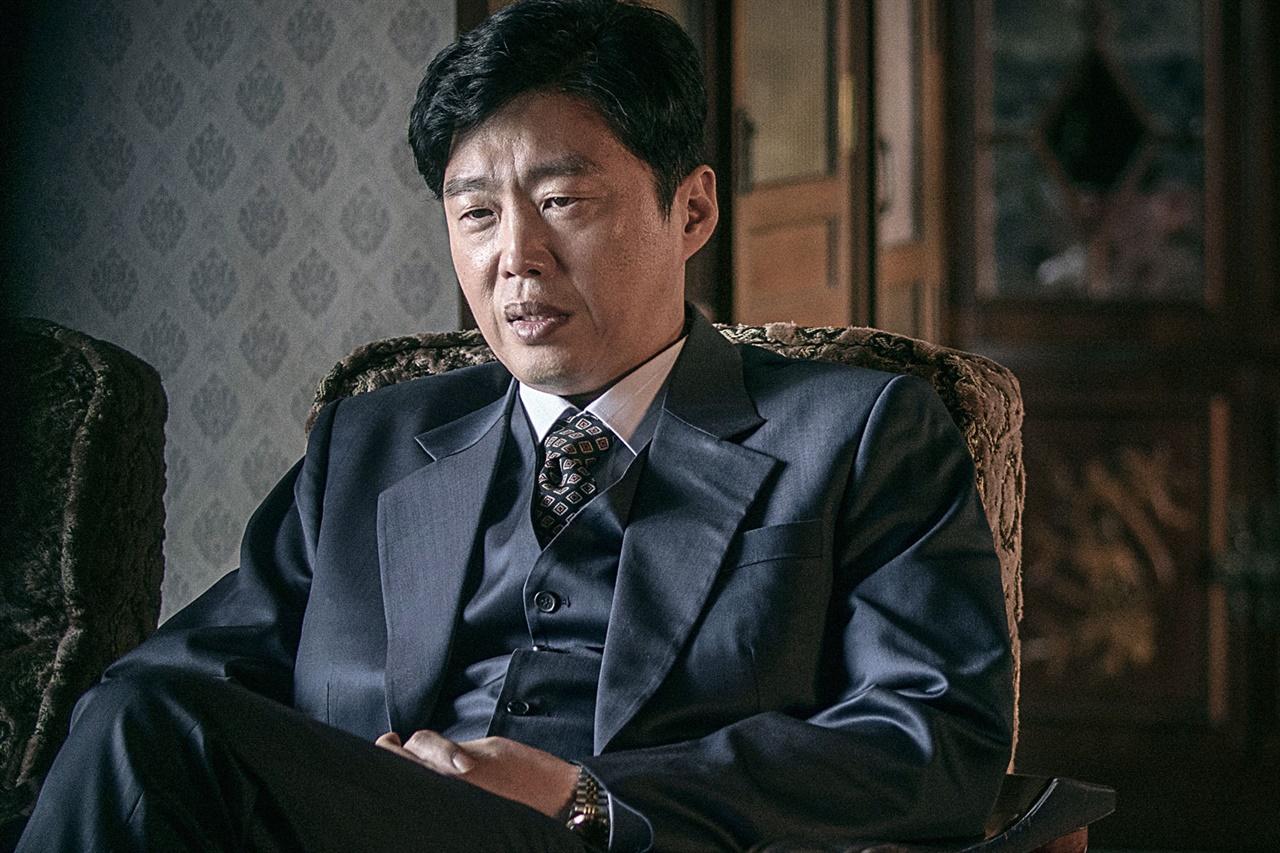 <이웃사촌>에서 발군의 연기력을 선보인 배우 김희원.