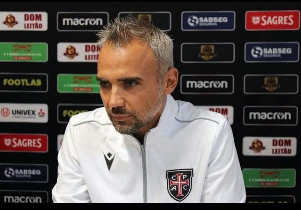 프로축구 부산 아이파크가 히카르도 페레즈 감독을 제23대 감독으로 선임했다고 25일 밝혔다. 페레즈 감독은 한국 대표팀을 이끄는 파울루 벤투 감독이 포르투갈 대표팀을 지휘하던 시절 골키퍼 코치로 함께 했다.
