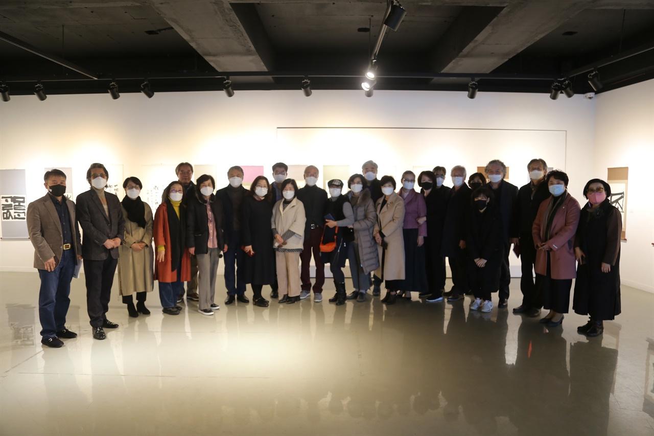 다원갤러리가 초대전 여묵상우 제4회전을 지난 26일부터 오는 12월 2일까지 개최한다.