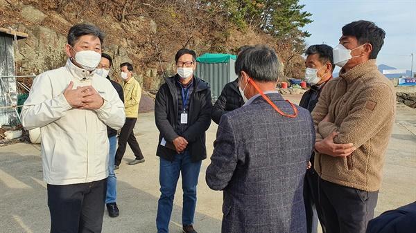 백두현 경남 고성군수는 11월 28일 낚시통제구역 및 바닷가 낚시쓰레기 투기 근절 지도 현장 방문을 했다.