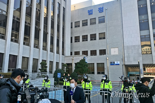전두환씨의 사자명예훼손 혐의 1심 선고재판을 앞둔 30일 오전 광주지방법원의 모습. 전씨 재판은 오후 2시 진행될 예정이다.