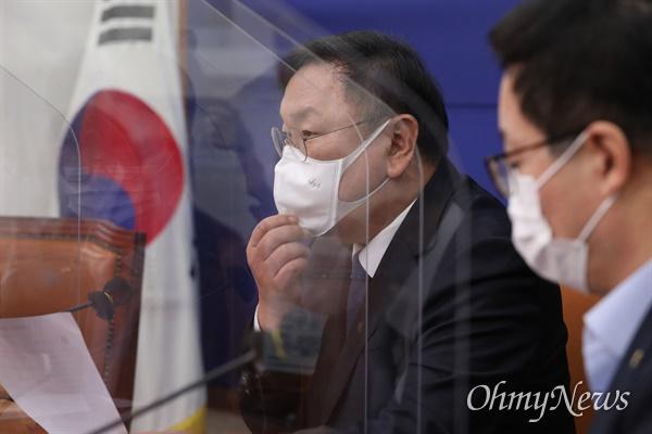 더불어민주당 김태년 원내대표가 30일 오전 국회에서 열린 최고위원회의에서 발언하고 있다.