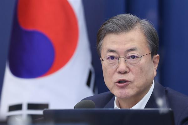 문재인 대통령이 30일 청와대에서 수석·보좌관 회의를 주재하고 있다.