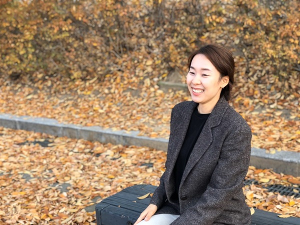 인터뷰 사진 <내 방의 작은 식물은 언제나 나보다 큽니다>의 김파카 작가