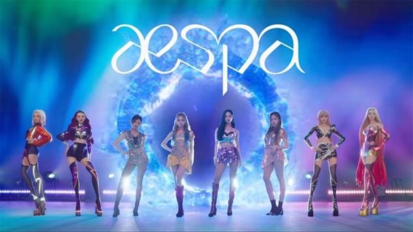 에스파의 데뷔 무대는 카리나, 닝닝, 윈터, 지젤의 현실 멤버 4인으로 구성되었고, 예고처럼 아바타 멤버가 적극적으로 무대를 함께하지는 않았다.