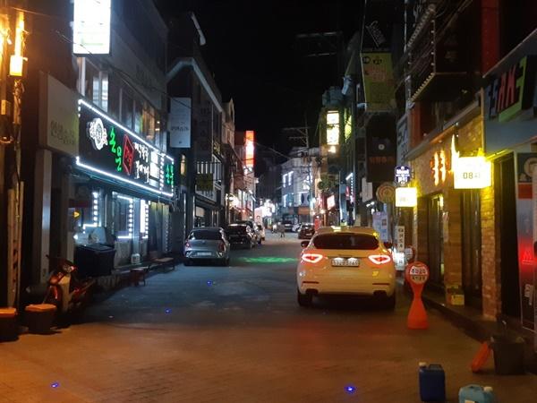 아무도 없는 후문 식당가 지난 11월 30일, 저녁시간임에도 불구하고 행인조차 없는 모습이다.