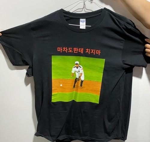 티셔츠를 직접 제작하는 등 클럽하우스 리더 역할을 한 스트레일리