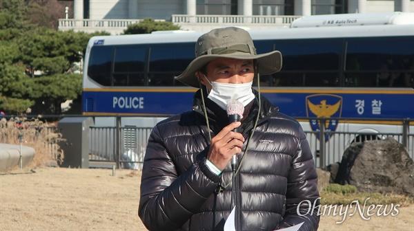 4일 세월호 생존자 김성묵씨가 진상규명 촉구 기자회견을 진행했다.