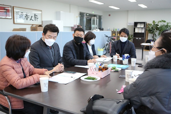 국민의힘 윤영석 의원의 '민원 데이트'.