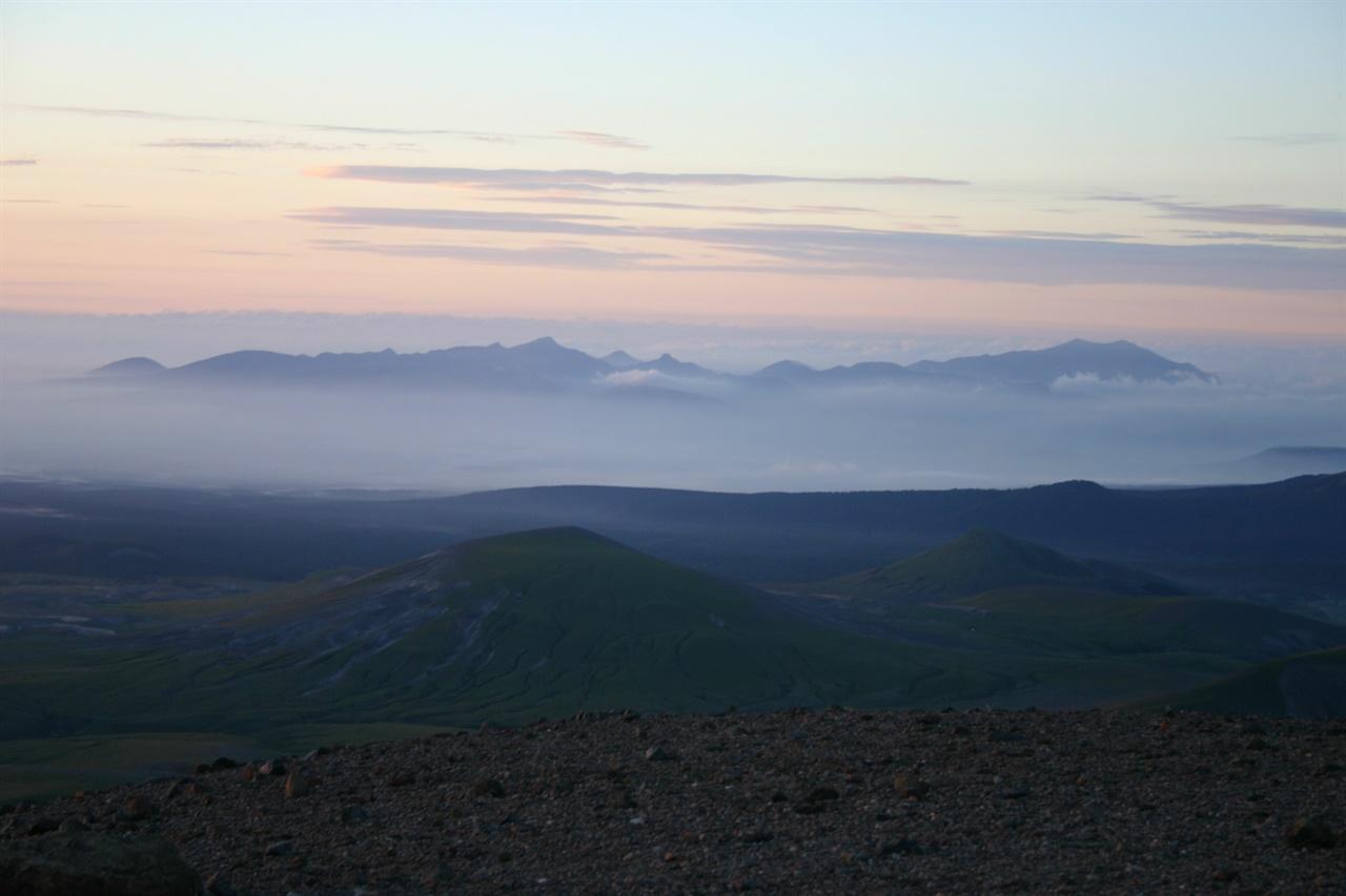 백두산 정상에서 바라본 조국강산.