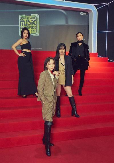 'MAMA' 마마무, 마마니까 마마무! 마마무가 6일 오후 열린 '2020 MAMA(Mnet ASIAN MUSIC AWARDS)'에서 포즈를 취하고 있다.