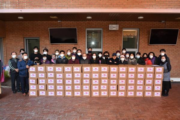 천주교 마산교구 반송성당 사목협의회는 12월 5일 '사랑의 김치나누기 행사'를 가졌다.