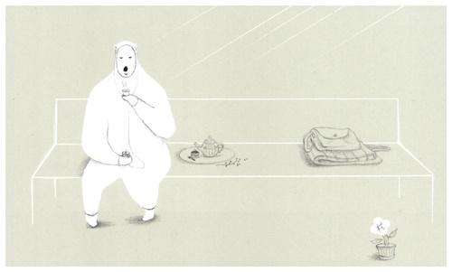 곰씨의 의자  곰씨가 의자에서 음악을 들으며 차를 마시는 장면