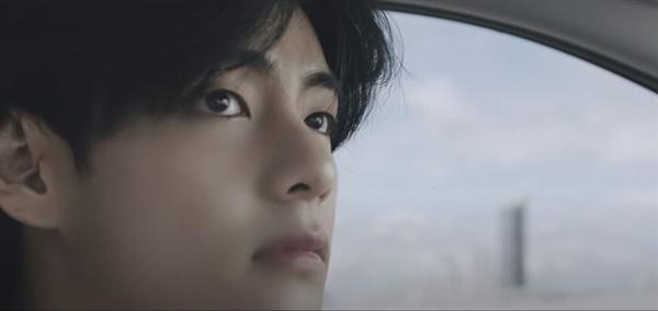 방탄소년단의 노래 'Life Goes On' 뮤직비디오 한 장면