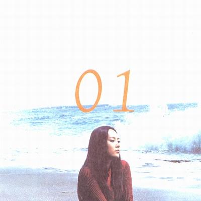 이수영은 1999년 데뷔와 함께 여린 목소리와 뛰어난 노래실력으로 많은 사랑을 받았다.