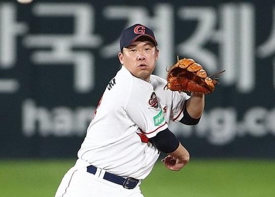 롯데 이적 후 첫 시즌이었던 올해 공수에서 부진했던 안치홍