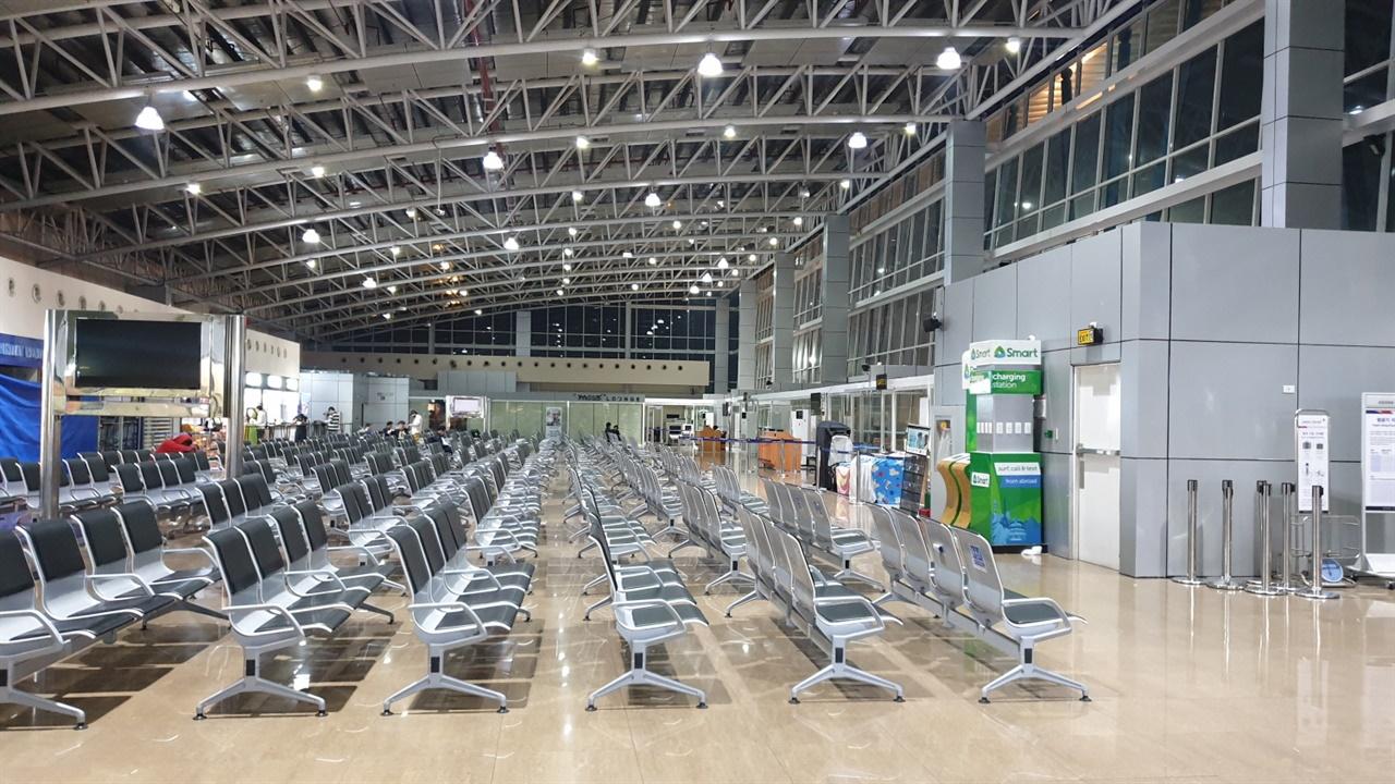 필리핀 클락국제공항 필리핀이 외국인 입국범위를 확대하여 외교비자와 워킹비자 소지자의  재입국 을 허용 한다.