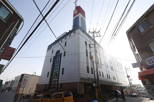 확진자가 다수 발생한 서울의 한 교회 전경