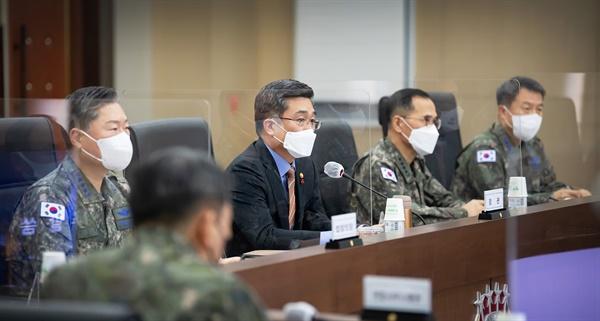 회의 주관하는 서욱 장관 국방부는 28일 오후 올해 전시작전통제권(전작권) 전환 성과를 분석하고 내년 추진방향을 논의하기 위한 '20-2차 전시작전통제권 전환 추진평가회의'를 개최했다.
