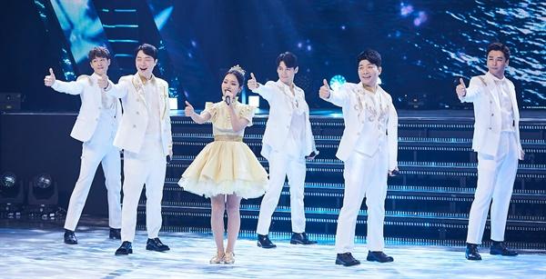 MBC 가요대제전, 흥겨운 트로트의 민족 <트로트의 민족>의 김소연, 더블레스, 김재롱, 안성준 가수가 31일 오후 방송된 < 2020 MBC 가요대제전 : THE MOMEN >에서 공연을 하고 있다.
