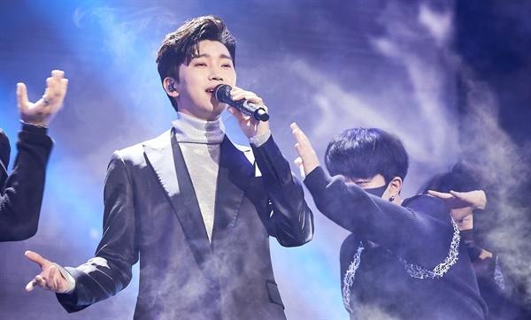 'MBC 가요대제전' 임영웅, 진짜 영웅! 임영웅 가수가 31일 오후 방송된 < 2020 MBC 가요대제전 : THE MOMEN >에서 공연을 하고 있다.