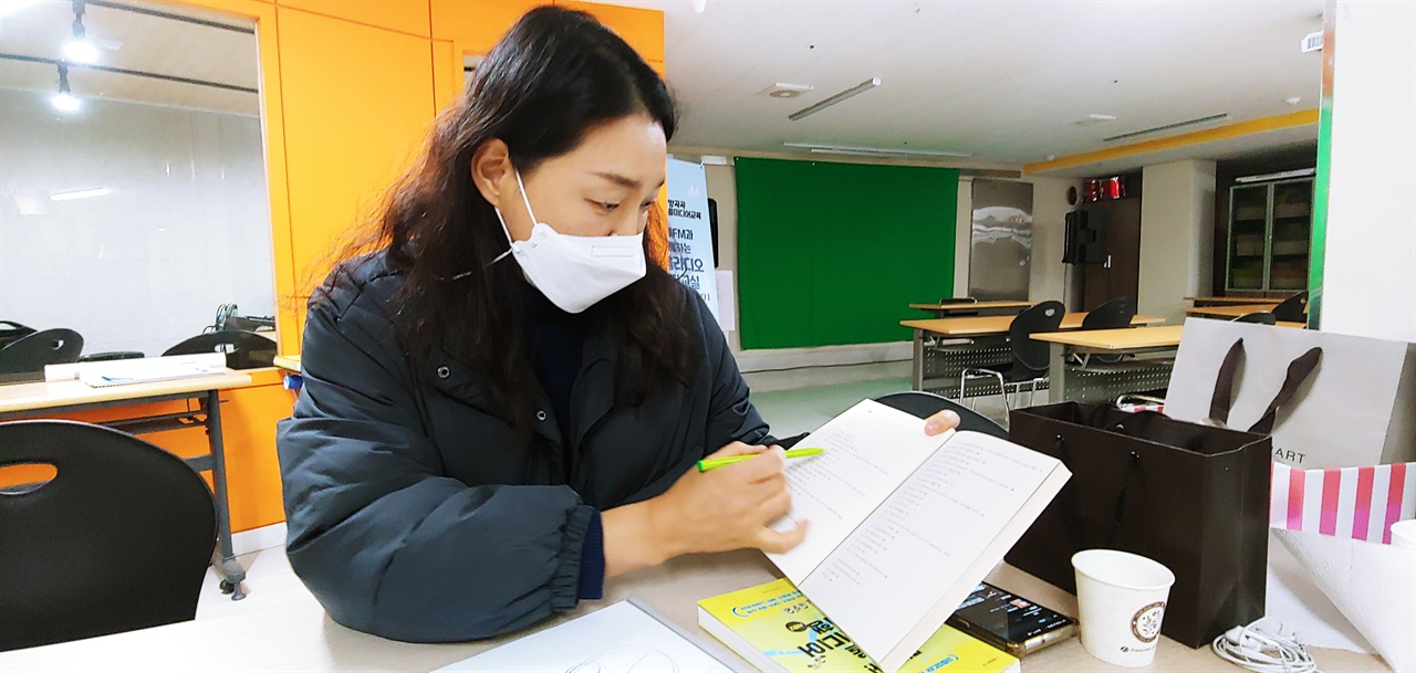 부산에는 3개의 마을방송국(강서구, 수영구, 동래구)이 있다. 남인숙 대표는 서울과 부산의 마을미디어 지도를 비교해 보여주며, 부산도 다양한 마을미디어로 지도가 빽빽히 차게 되길 바란다고 말했다.