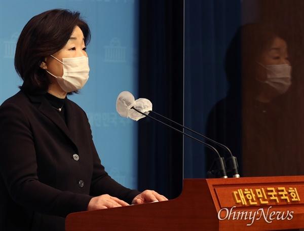 심상정 정의당 의원이 12일 오전 국회 소통관에서 주거급여 수혜 대상자 확대를 위한 주거급여법 일부 개정법률안 발의 기자회견을 하고 있다.