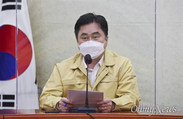 더불어민주당 김종민 최고위원이 13일 국회에서 열린 최고위원회의에서 발언하고 있다.