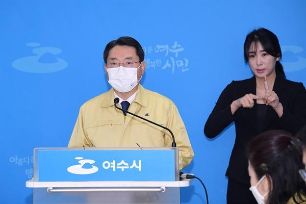 16일 권오봉시장과 여수시가 실국장 회의를 통해 재난지원금 4인가족 기준 100만원을 지급키로 결정했다