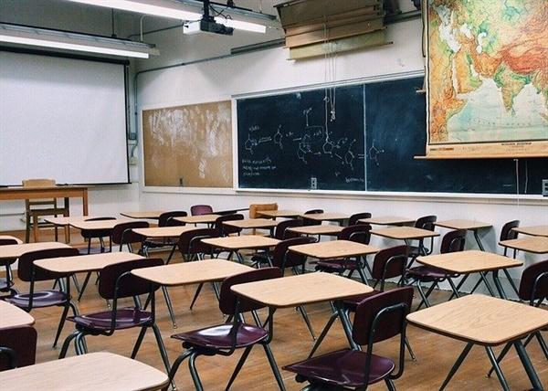 학교, 그리고 교실. 학교는 민주주의의 배움터지만 가장 비민주적이라는 모순을 안고 있는 공간이다. 이런 모순, 어떻게 풀어나가야 할까.