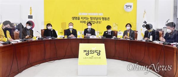 정의당 김종철 대표가 18일 오전 국회에서 열린 대표단회의에서 발언하고 있다.