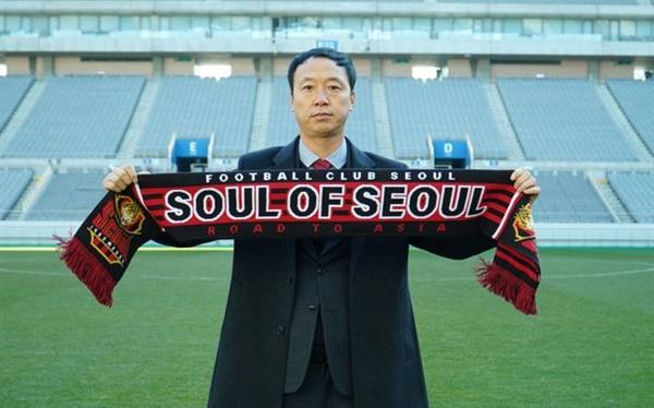 박진섭 감독 지난 시즌 광주FC의 돌풍을 이끈 박진섭 감독이 2021시즌 FC서울의 새 감독으로 선임됐다.