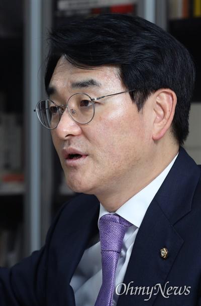 박용진 더불어민주당 의원이 18일 국회 의원회관에서 <오마이뉴스>와 인터뷰하고 있다.