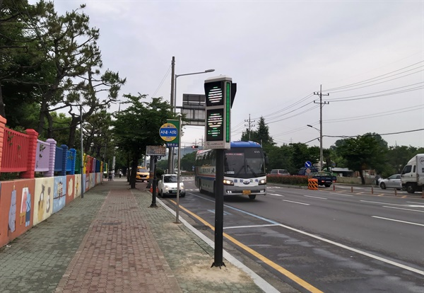 진주 정촌초등학교 앞 미세먼지 신호등.