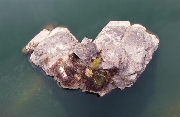 의령 정암리 남강변 상공에서 바라 본 하트 모양의 솥바위.